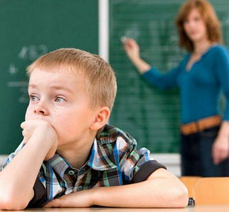 Las crisis de ausencia constituyen entre el 5 y 10% de las epilepsias de los 3 a los 13 años. Estas crisis son causadas por alteraciones temporales de la función cerebral, que se manifiestan en episodios de mirada fija o desconexiones de comienzo y final súbito, aunque no suelen generar convulsiones, hay un porcentaje de pacientes que sí las tiene.  http://epilepsiaenmexico.com/que-son-las-crisis-de-ausencia/