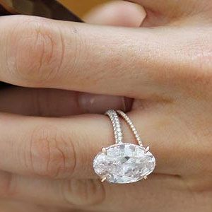 Blake Lively's engagement ring. I like the shape but I think it's too big, but i absolutely ADORE everything about the band. (yes, it's rose gold)