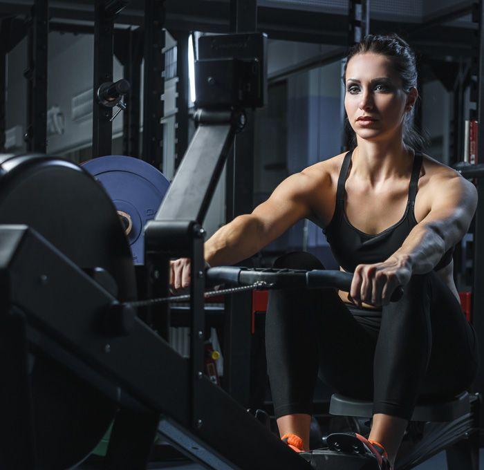 Rameur - Quels sont les muscles sollicités lors de l'utilisation d'un rameur?  Le rameur est l'appareil cardio-vasculaire qui sollicite le plus de muscles. Lesquels travailleront durant votre entraînement sur le rameur? | What muscles are you exercising when you use a rowing machine? A rowing machine is the cardio-vascular apparatus that uses the most muscles. Which muscles come into play when you work out on a rowing machine?
