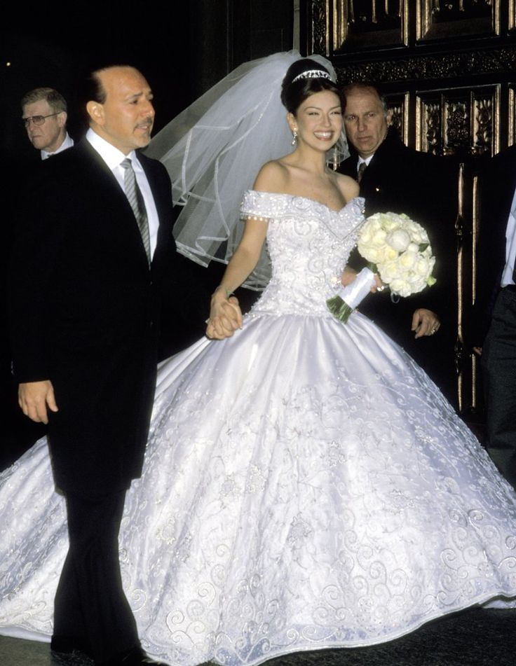 In honor of engagement and wedding season, we're reminiscing with these throwback photos of Thalia and her husband Tommy Mottola's big day!