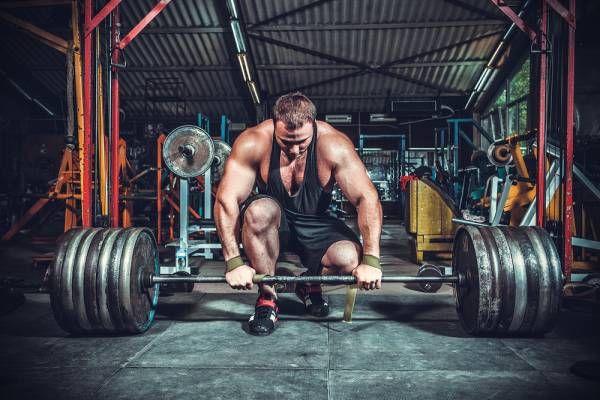 Para aliviar as eventuais quedas de motivação (que são normais e esperadas), primeiramente procure se envolver com a musculação e nunca tratá-la como um fa
