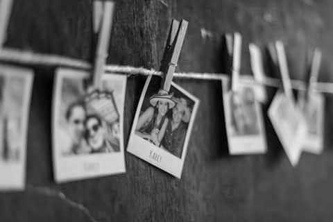 fotos colgantes de los novios para decorar
