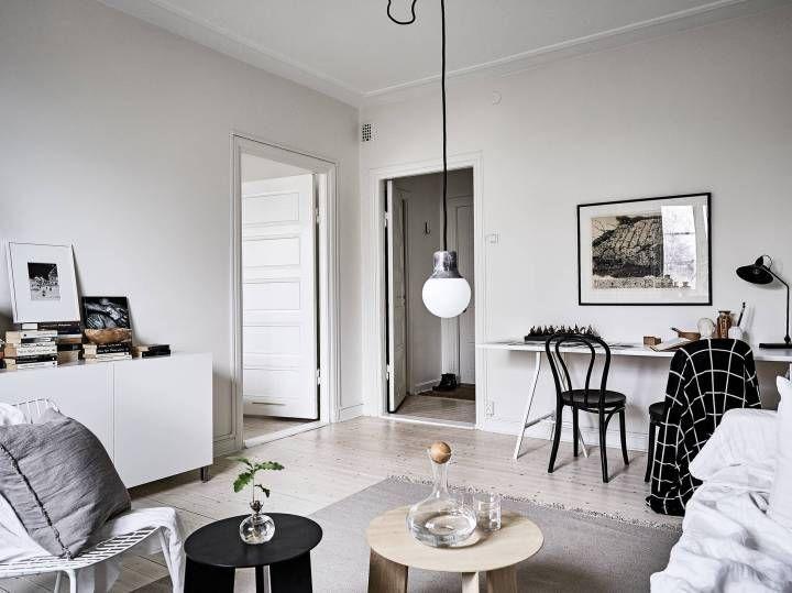 Post: Mesa blanca, sillas negras --> blanco y negro decoración, blog decoración nórdica, cocinas nórdicas, combinaciones estilo nórdico, comedores nórdicos, decoración interiores, decoración pisos pequeños, estilo escandinavo, mesa blanca sillas negras, silla olsson and jensen