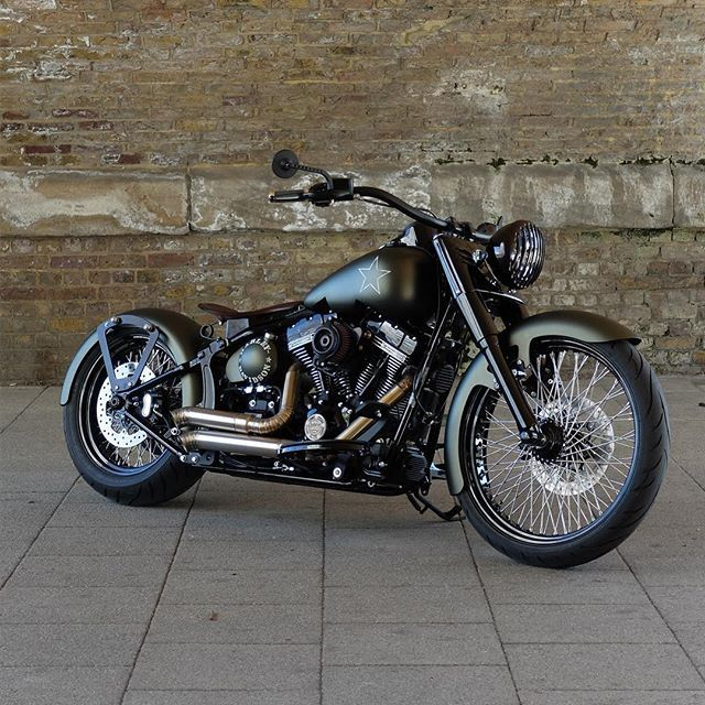 GUERILLA SOFTAIL SLIM S || build by @bubble_visor ⚡️ at Warr's King's Road Customs & @warrsharleydavidson London