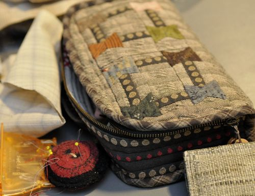 Love the little wool button pin cushion!