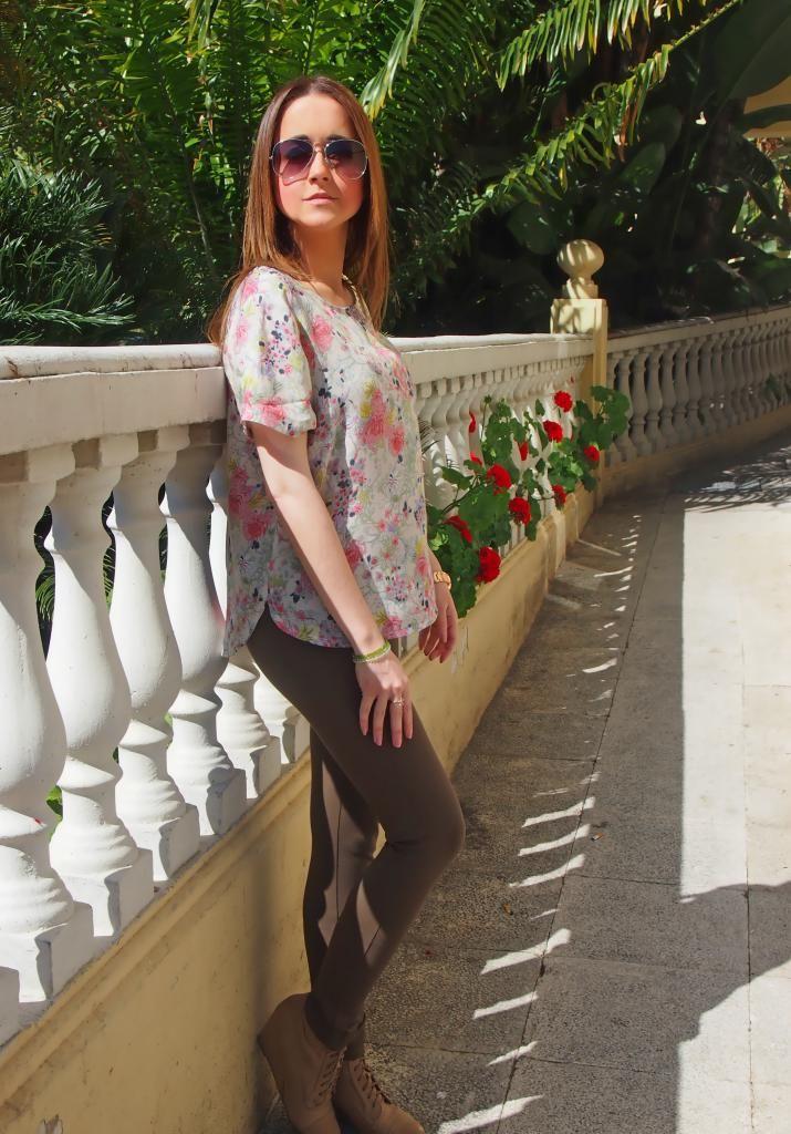 Flowers and flowers.. 18-5-2014  Blusa, anillo y reloj : Dresslily Pantalones y botines : Zara Cazadora : Sfera