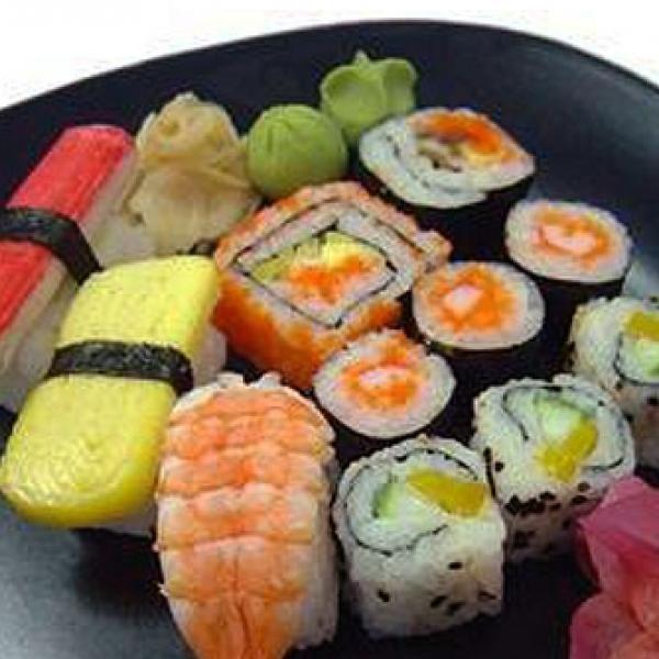 Sushi - Se você é fã de comida japonesa, vale a pena aprender a preparar o sushi. Vai pode fazer sempre em casa e estará praticando uma verdadeira arte!...