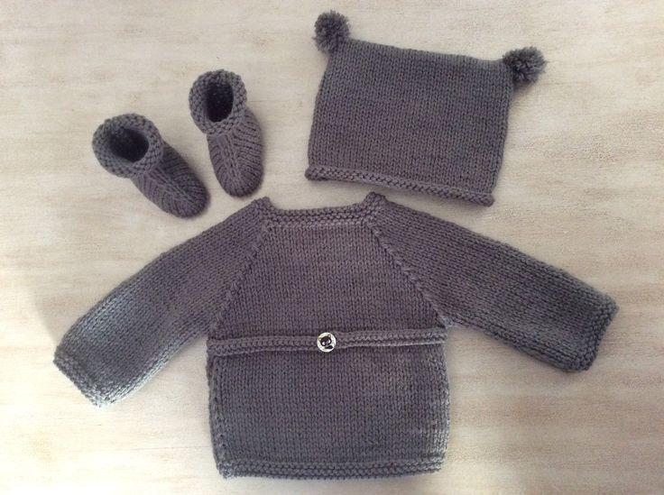 Ensemble Bébé naissance à 1 mois Brassière croisée Chaussons Bonnet Tricot fait main Laine couleur gris souris : Mode Bébé par la-p-tite-mimine