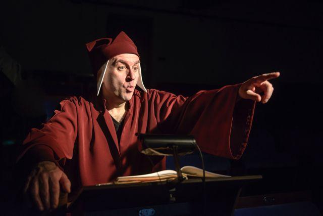 """""""Göttliche Komödie"""" am Theater Waidspeicher Erfurt  www.waidspeicher.de @Lutz Edelhoff puppet, puppet-theatre"""