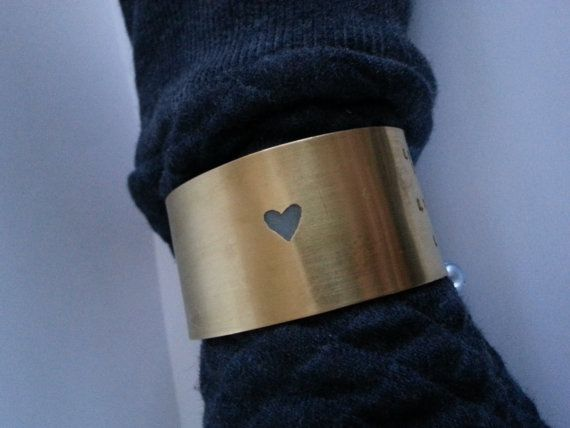 Zware messing manchet armband met hart parel LOVE door JackysJewels