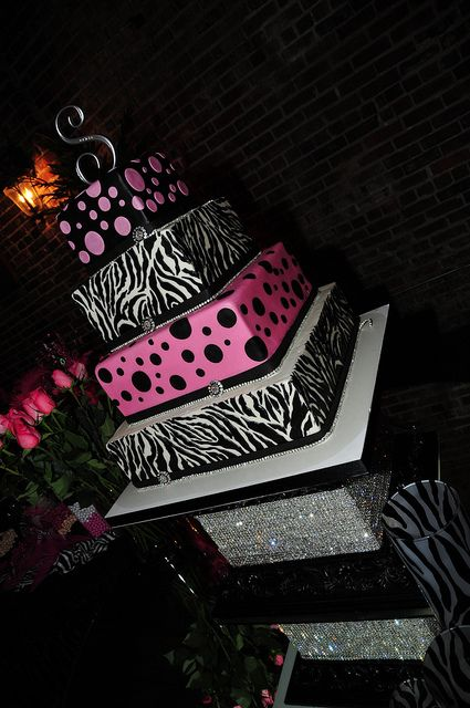 Oh My Stars!!!!! That's an amazing cake, but I would have leopard print instead of polka dots! That would be a {Perfect} Cake!<3