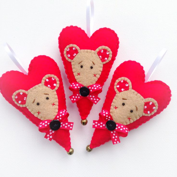 Hand Stitched Christmas Heart.....Mouse