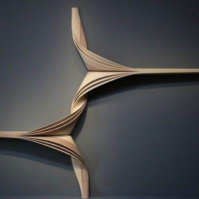 Présenté à plusieurs reprises (pour retrouver les articles, cliquez ici) le designer-artisan Joseph Walsh est connupour ses pièces aux formes organiques q