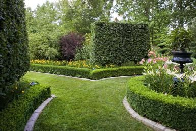 Formal garden, Louisville, KY, USA - J. Paul Moore/Photolibrary/Getty Images