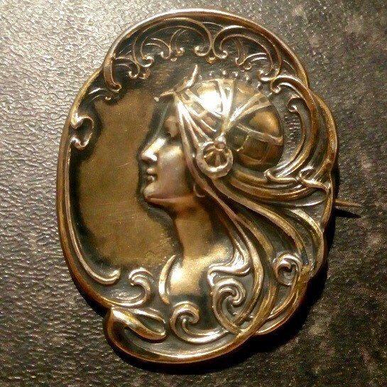 Very stylish Art Nouveau Sterling Silver Brooch. Utterly delightful! #artnouveaupin #artnouveau #artnouveaubrooch #artnouveaujewelry #artnouveaujewellery #silverbrooch #giftsforher #giftsformom #vintagepin #vintagebrooch #vintage #chicbrooch #etsyseller