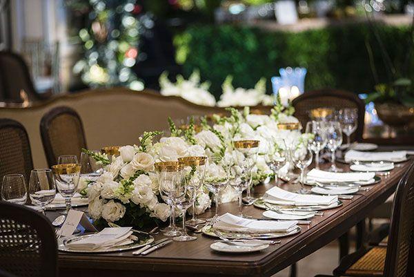Decoração de casamento clássico - branco verde e azul marinho - velinhas suspensas e lustre ( Decoração: Patricia Vaks | Local: Hotel Copacabana Palace | Foto: Sergio Greiff )