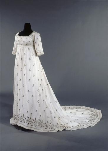 Dress ca. early 1800's  From Galliera musee de la Mode de la Ville de Paris - STUNNING!