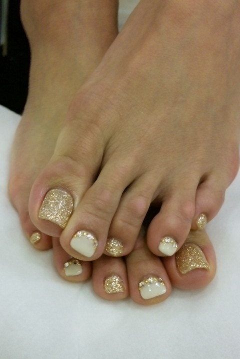 12 Nail Art Ideas For Your Toes. This is so happening tomorrow.