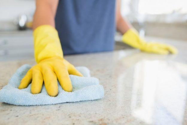 10 consigli utili per pulire al meglio le superfici in marmo di casa, dai pavimenti ai ripiani.