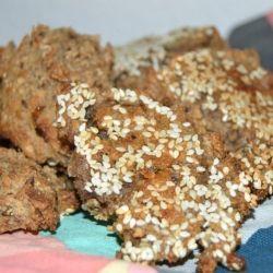 Minirugbrød er super gode til madkassen, dels kan de spises som de er, fyldes med lidt salat og pålæg eller agerer sandwichbrød. Masser af muligheder. Det er ikke et klassisk rugbrød, men med en let svampet konsistens som smager helt fantastisk.  Til ca. 8 minirugbrød skal du bruge følgende....