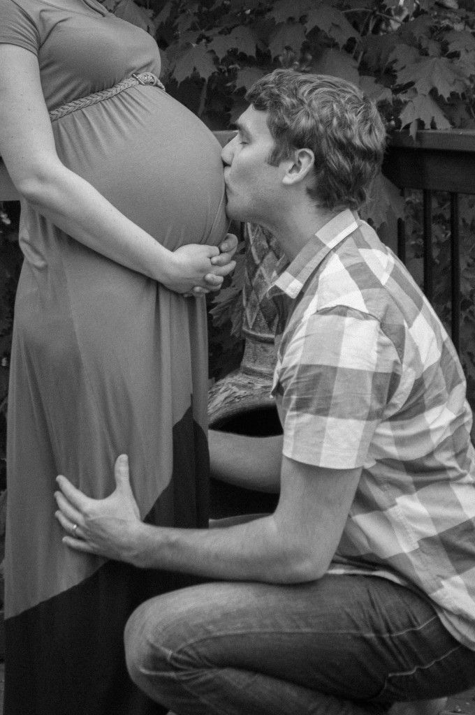 Maternity Photo Shoot - Baby kisses from daddy - Oakville, Ontario