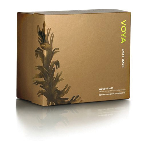A mix of sea salt and seaweed, Voya Lazy Days certified organic wild-harvested Seaweed Bath is loaded with therapeutic sea minerals | #NaturalBeauty