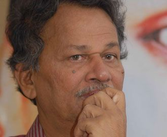 The top ranking writer in Kannada literature, en eloquent speaker and offbeat Kannada film director Prof Baraguru Ramachandrappa has been selected for 2011 Pampa Prashasti.