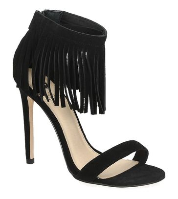https://www.sooco.nl/la-strada-906552-zwarte-sandalen-met-hak-24168.html La Strada 906552 zwarte sandalen met hak