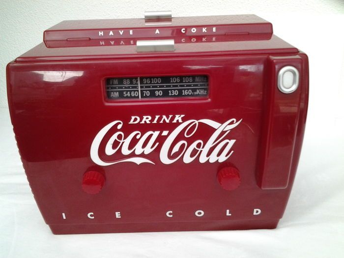 Nostalgic, intact Coca-Cola cooler, radio/cassette player - (ice-box version type OTR 1949.) - 1990s