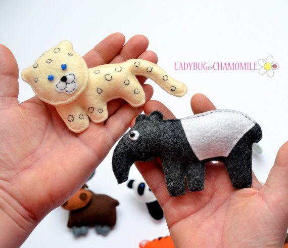 WWW.LADYBUGONCHAMOMILE.COM - plus de photos ici !  Funny aimant asiatique animaux miniatures, aimants pour réfrigérateur, faits de feutre,