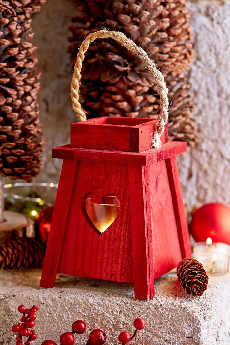 """www/botanic.com/noel/deco - Inspiration """"Maison de famille"""" - Lanterne coeur en pin rouge - Réf. 249253"""