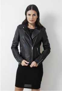 Women's leather jacket to be in fashion in 2017 rock-gunaikeio-ntusimo-mpoufan