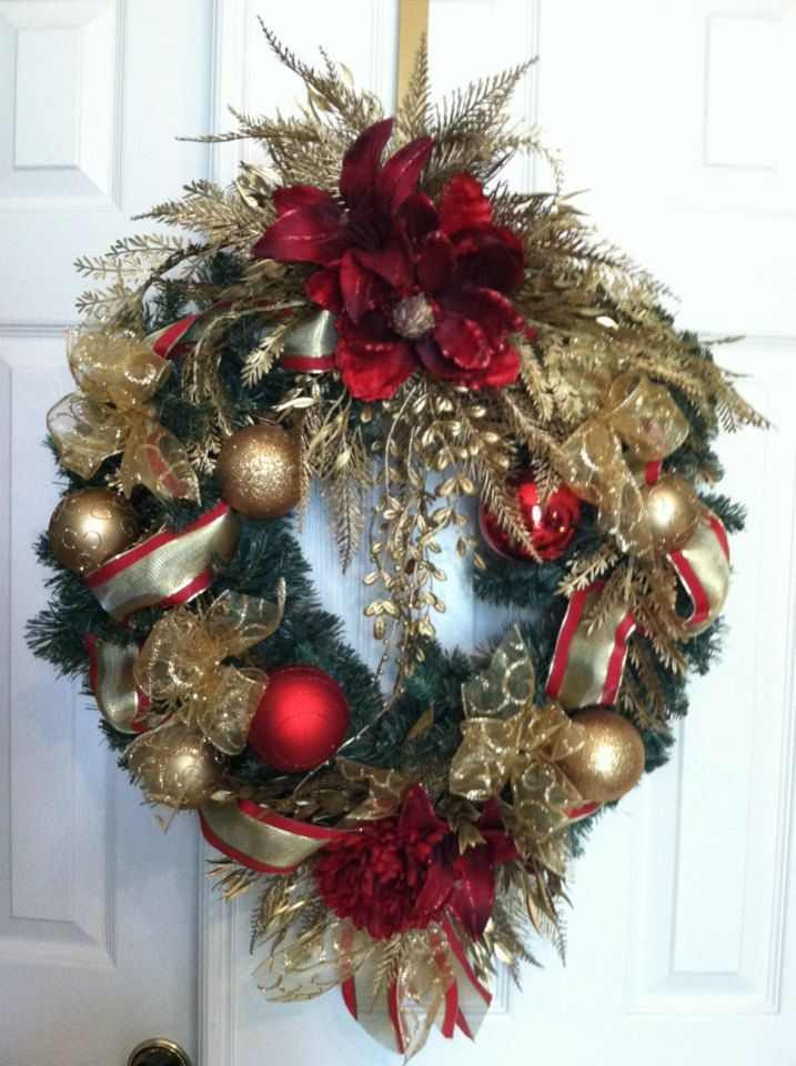 Traditional Magnolia Christmas Wreath. $75.00, via Etsy.