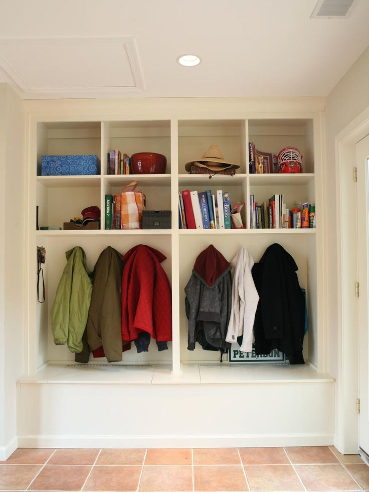 Manage the mad morning rush and simplify getting off to school with a storage area that keeps books, bags and outerwear neatly arranged near the door. This type of organized storage is perfect for busy families.
