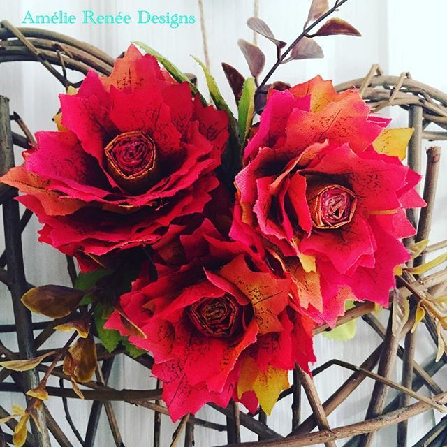 Maybe the wrong time of year for these autumn leaf roses but I still love them! Maybe I should try them with artificial green leaves 🍃 #artificialflowers #falldecor #autumnleafrose #autumnleaf #willowheart #floraldesign #handmade #handmadeintheuk #hmuk #britishcraft #britcraft #workfromhome #workfromhomemummy #supermom #ukbusiness #homedecor #homeinterior #supermum #ameliereneedesigns #roses #artificialroses #craft #crafter #instacraft #instalove #instaflower #stotfold #bedfordshire…
