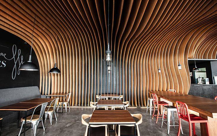 Интерьер «кафе-пещеры» Six Degrees.