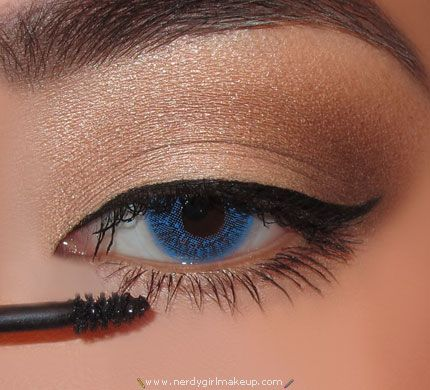 how to keep mascara on lower lashes from smudging