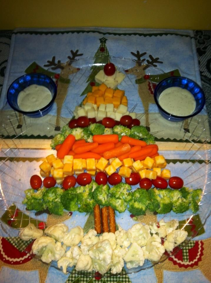 cheese and veggie christmas tree