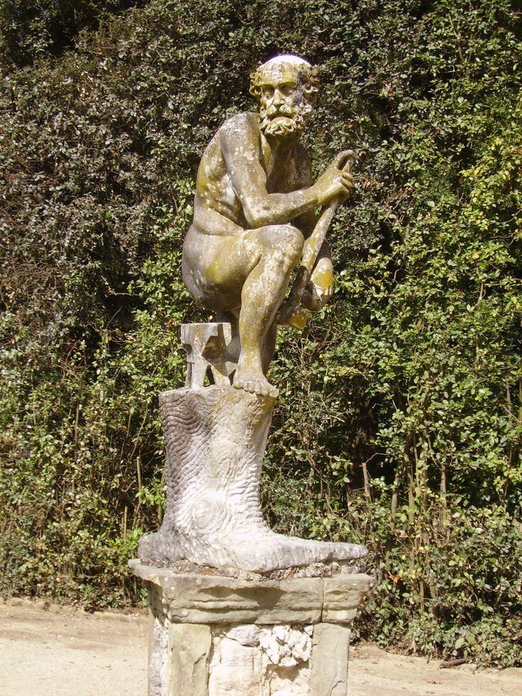 Giardini di Boboli, L' Ottocento napoleonico portòl'abbandono parziale del giardino e il suo inesorabile inselvatichimento di questo, per poi riproporre con il Novecento un concetto tutto nuovo dell'architettura ambientale composta da una modernità composta, materialista e sobria.(cit. Camperarcobaleno)