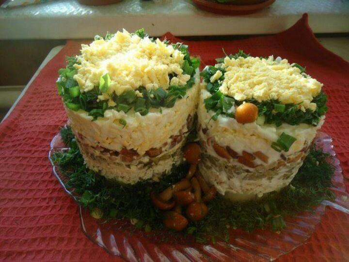 Картофель,  курица, майонез,  опята,  яйца и зелень