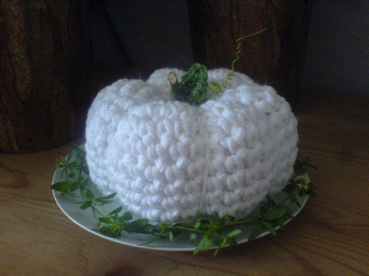 Crochet/Häkel Kürbis mit kleinem grünen Kranz