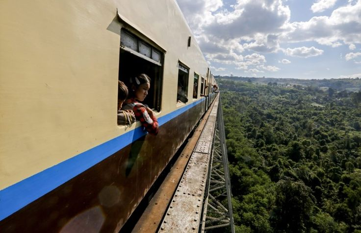 Een treinrit tussen de steden Mandalay en Lashio is niet de snelste manier om te reizen, maar wel de mooiste. Je passeert dan immers via het viaduct van Go...