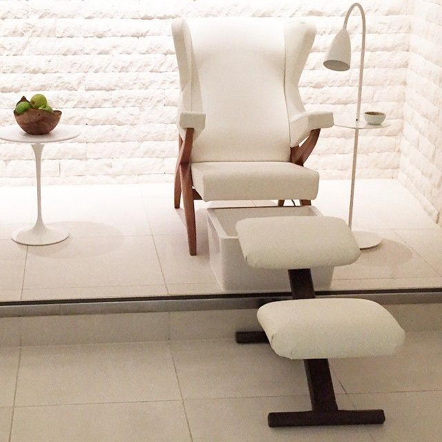 Now that's what I call one seriously swanky manicure station! - at the Mondrian London.