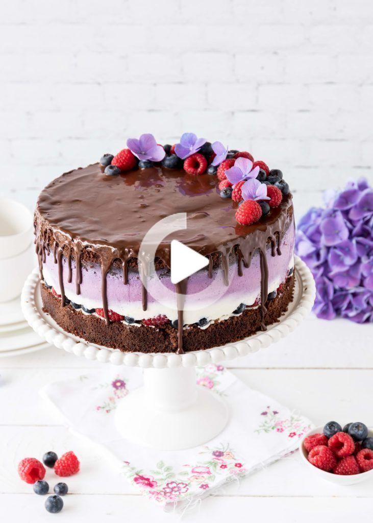 Leckere Schokoladen Beeren Torte Mit Euren Lieblingsbeeren Himbeeren Blaubeeren Und Schokolade In 2020 Beeren Torte Blaubeer Torte Hochzeitstorte Schokolade