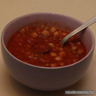 Kolbászos-fűszeres leves csicseriborsóval és lencsével