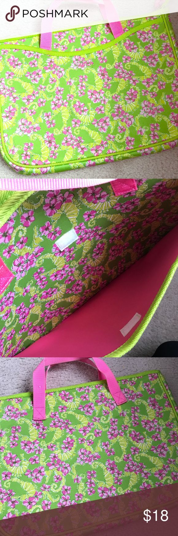"""Lilly Pulitzer Laptop bag Lilly Pulitzer laptop carrying case. Fits up to 15"""" devices with pocket. Little wear shown on handles with picture showing small snag on one handle. This is a reposh item I just ended up not needing or using! Lilly Pulitzer Bags Laptop Bags"""