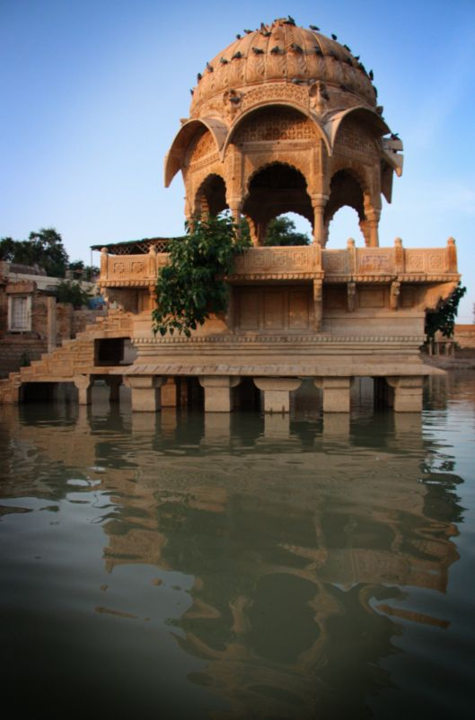 Gadi Sagar Lake, Jaisalmer. Rajhastan, India // Lago Gadi Sagar, Jaisalmer. Rjastán, India