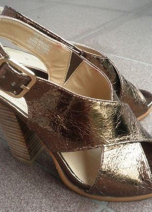 Kupuj mé předměty na #vinted http://www.vinted.cz/damske-boty/sandaly/12698948-krasne-zlate-sandaly-hm