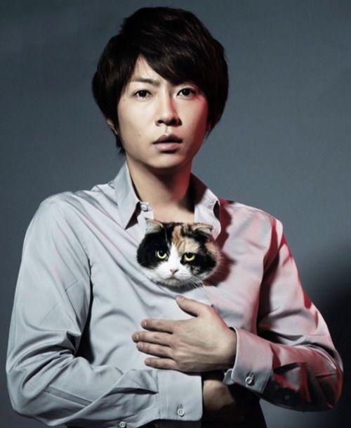 Masaki Aiba and a kitty.