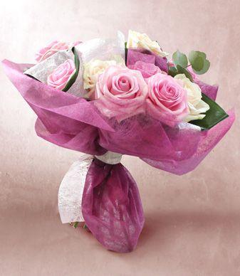 Atelier du fleuriste - Un esprit bohème  A spécial pink roses bouquet for our mum. #Clayrtons #pinkflowers #bouquet #wrapping #motherday